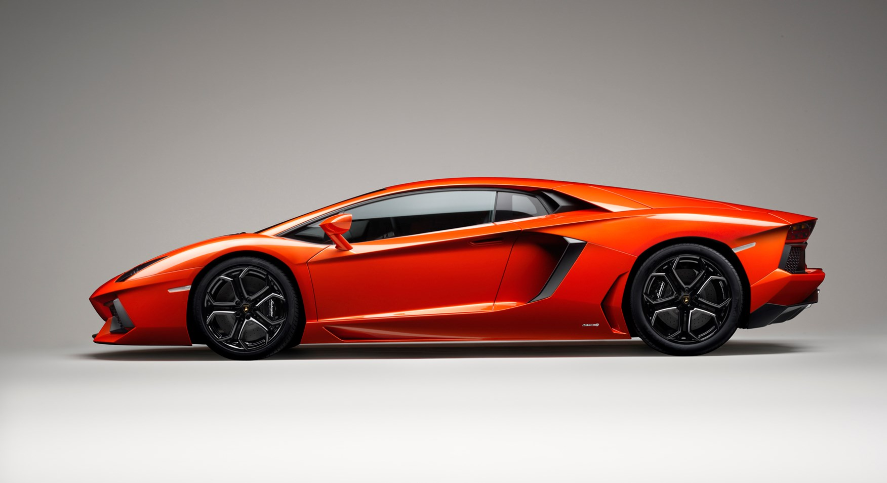 Lamborghini Aventador Side View